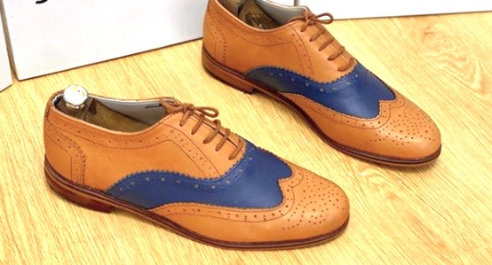 Wingtip Oxford/Brogue leather shoes/brown